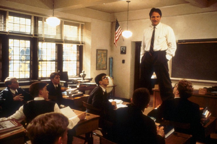 review dead poets society Robin williams is superb in dead poets society, the story of an english teacher who inspires his students through his teaching of poetry.